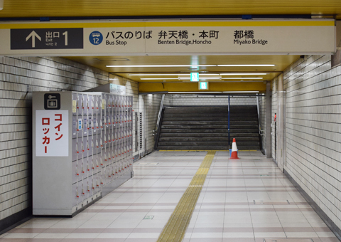 地下鉄ブルーライン桜木町駅の改札を出たところ