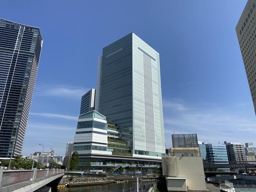 横浜新市庁舎の外観写真