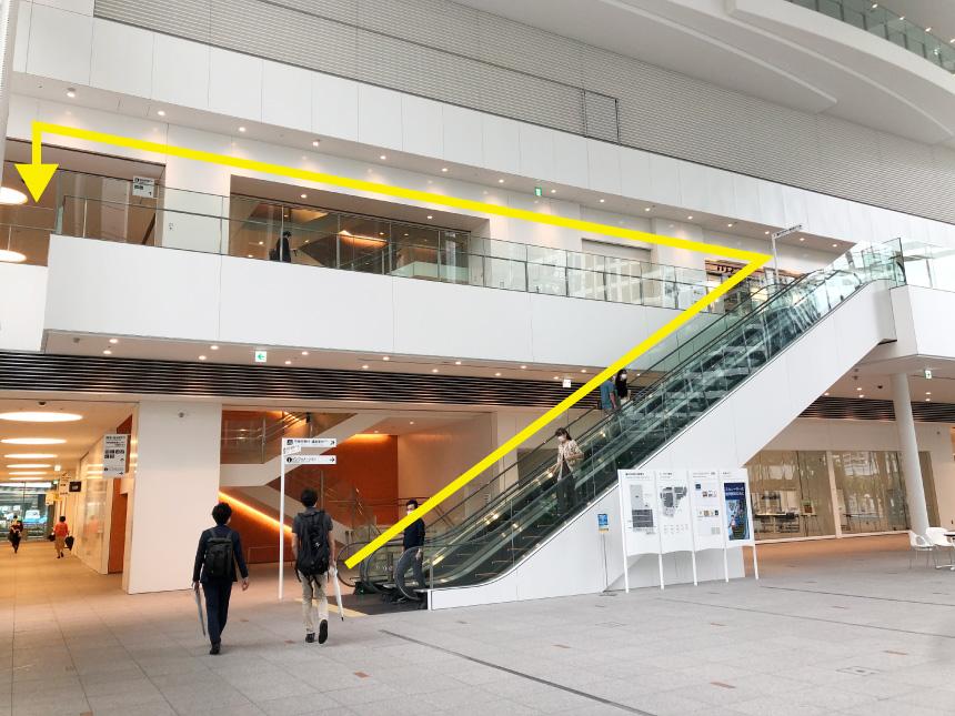 横浜市役所1階アトリウム