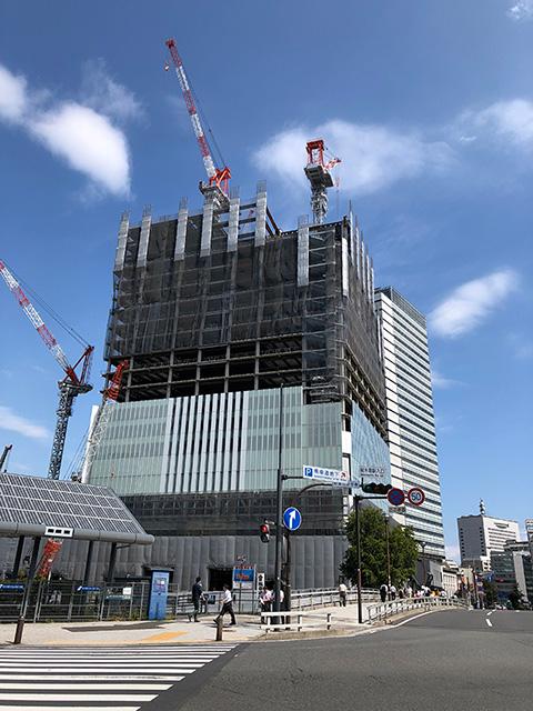 建設工事中の横浜市役所写真
